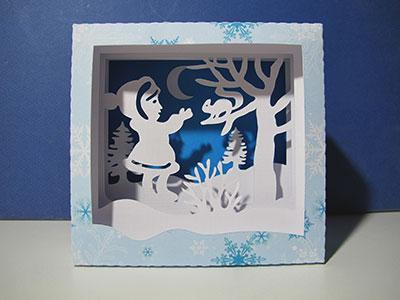 Il a neigé - La fillette et l'écureuil dans la neige