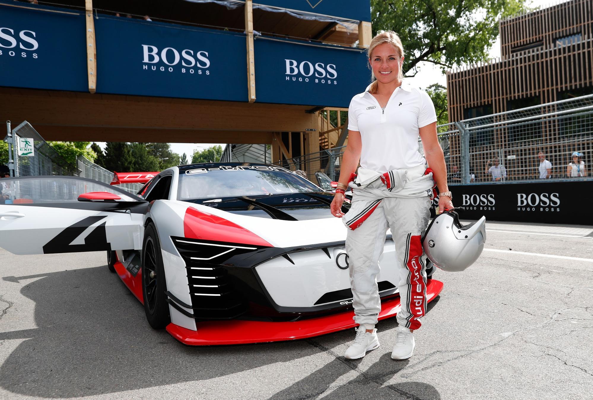Lara Gut-Behrami all'E-Prix 2018 di Zurigo davanti all'Audi e-tron Vision Gran Turismo. (Sven Thomann)