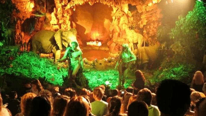 Fig. 8 Animatronics de Adan y Eva en el espectáculo de La Creación en Tierra Santa.