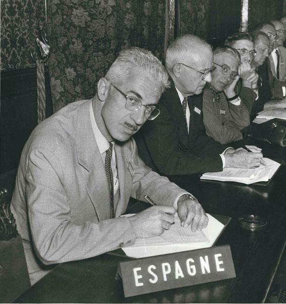 Figura 4. 1957. En la 9ª Asamblea General de la IUPAP, Roma