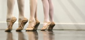Pieds de ballerines qui dansent