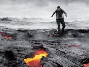 Беър Грилс: спускане в кратера на действащ вулкан
