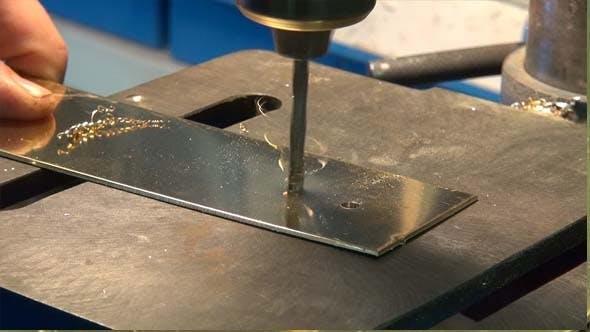 Пробиване на отвори в метал