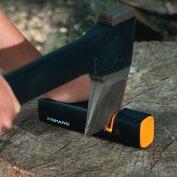 Може да използвате и точило ножове или точило за брадви и ножове от Fiskars.