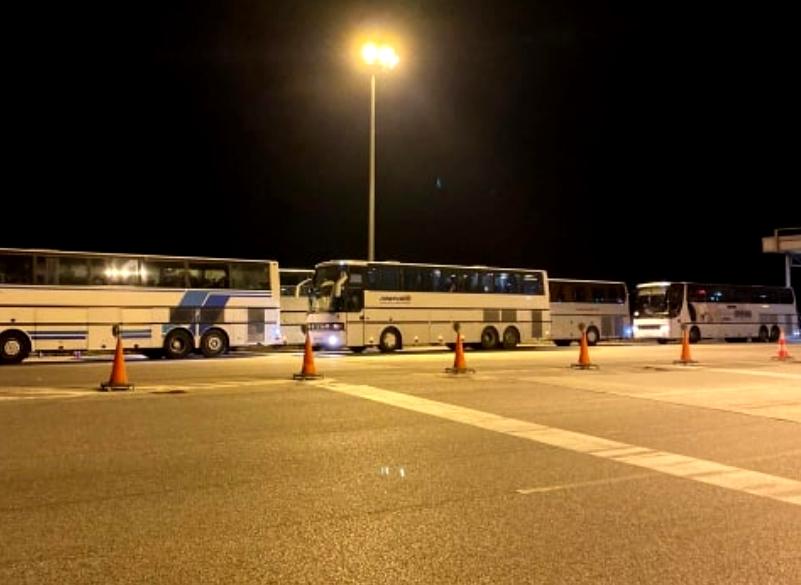 Έρχονται τώρα λεωφορεία γεμάτα με μετανάστες στην Εύβοια