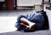 """Άστεγος Έλληνας νεκρός στην μέση του δρόμου: Εν τω μεταξύ """"φιλοξενούμε"""" 100.000 από όλο τον κόσμο σε """"δομές"""" που έχουν τα πάντα! ΠΟΣΟ ΑΔΙΚΟ ΘΑ ΑΝΤΕΞΕΙΣ ΑΚΟΜΑ;;; ΕΛΑ ΤΩΡΑ ΣΕ ΓΡΑΦΕΙΑ Ε.ΣΥ. ΝΑ ΤΟ ΣΤΑΜΑΤΗΣΟΥΜΕ ! ΟΛΟΙ ΜΑΖΙ ΜΠΟΡΟΥΜΕ !!!"""