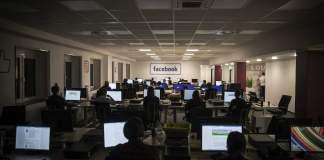 Διαχειριστές περιεχομένου του Facebook που εργάζονται στο Βερολίνο. Αντίστοιχο τμήμα, μόνο για τον έλεγχο των διαφημίσεων, λειτουργεί στην Αθήνα.