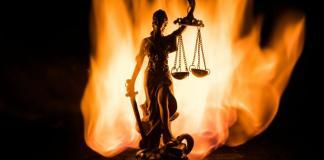 «Σεμινάριο» για κουκούλωμα σκανδάλων και κατάργηση ισοβίων για καταχραστές δημοσίου