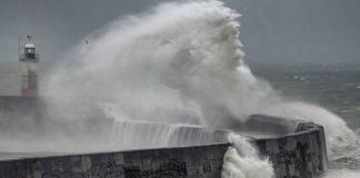 Ο «Ποσειδώνας» εντοπίστηκε σε κύματα που έσπασαν τις βρετανικές ακτές