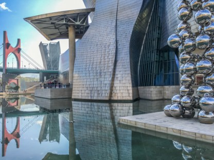 The tribute to Bilbao's iron industry past is reflected in the scale-like exterior of the Guggenheim