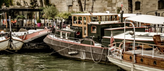 The houseboat nested with a group of other houseboats near the Gare d'Austerlitz