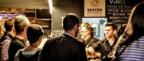 Txikiteo means going from bar to bar, having small glasses of wine – txikitos – and accompanied with pintxos