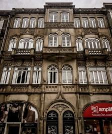 Around Mercado do Bolhão there are many precious examples of Art Nouveau