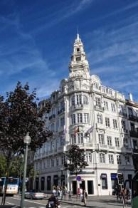 Take a walk along the majestic Praça da Liberdade boulevard