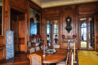 The dining room from 1904 is a remarkable round dining room, signed by the Parisian architect Camut