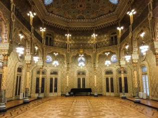 Surprising interior at the old Stock Exchange in Porto: Palácio da Bolsa