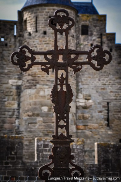 Cathar history in short: Crucifixes versus Castles