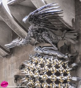 Like a the Güell Pavilions, he placed a dragon at the entrance