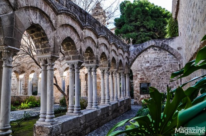 The cloister garden is peaceful. The ticket price is 6€