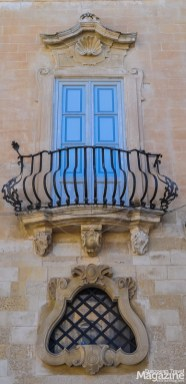 The frowning mouths of Palazzo Tresca