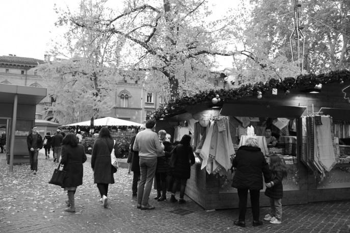 Arts fair at Piazza Minghetti