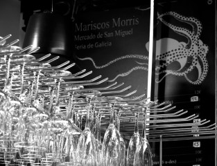 Learn why madrileños and people are so passionate about Morris seafood