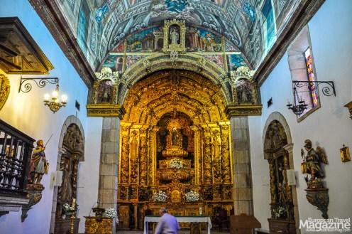 The altar of Igreja de São Vicente highlighted