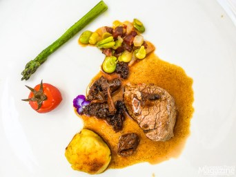 A tender beef by the local Mirandesa cattle with a baked mashed-potatoes-dumpling, wild asparagus and local, wild mushrooms