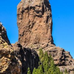 The hike starts at the car park and is quite straightforward. Just follow the trail of tourists and keep walking towards the easy-to-spot volcanic rock of Roque Nublo