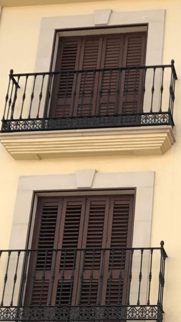 Instalación de Contraventana en edificio de viviendas
