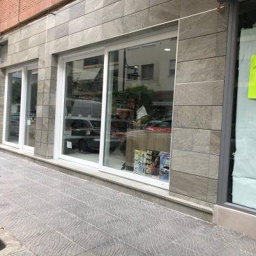 Instalación de ventana de escaparate en tienda
