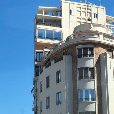 Instalación de ventanas de PVC en Málaga con tecnología Deceuninck.