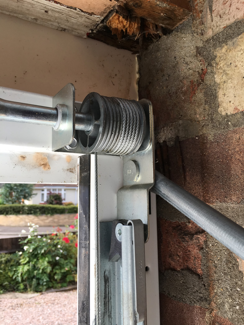 GARAGE DOOR REPAIRS ESSEX  EAST ANGLIA