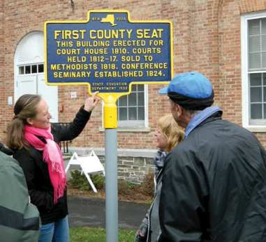 Claire Hollman, left, discusses the sign with Nelson town co-historians Fay Lyon and Laine Gilmore. (photo by Jason Emerson)