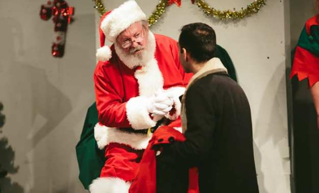 THEATRE REVIEW: Merry 'Miracle' — Tom Minion shines as Kris Kringle in CNY Playhouse's 'Miracle on 34th St.'