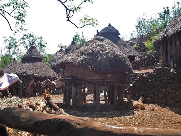 Macheke-capanne-panoramica-Omo Valley-Etiopia-Africa