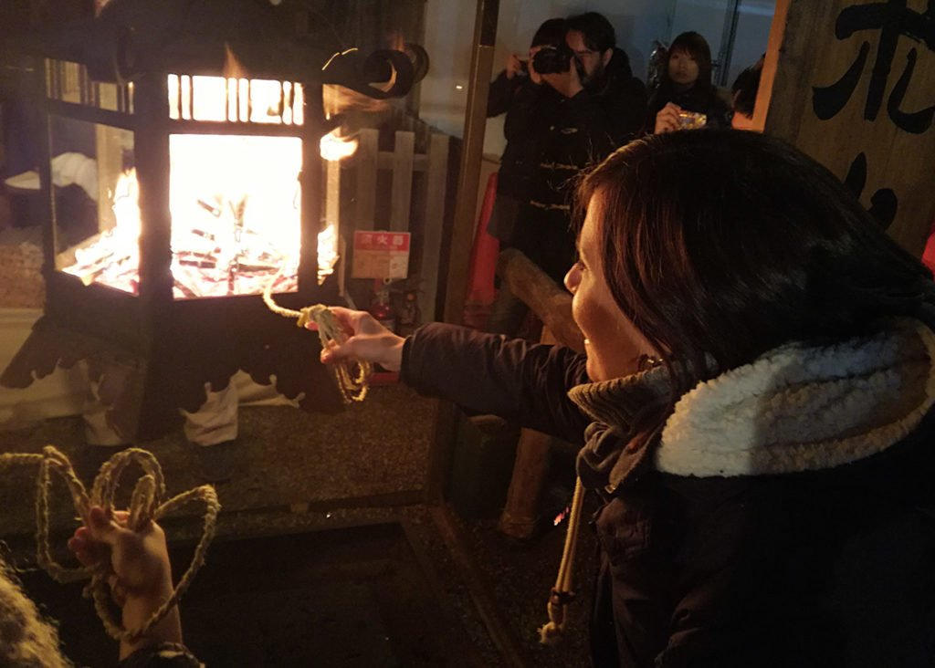 Yasaka-Jinka-accensione-corda-Kyoto-Capodanno-Giappone-Japan