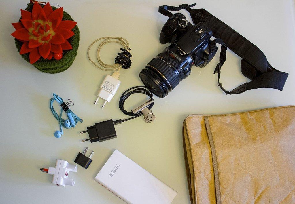Consigli-valigia-come-fare-valigie-elettronica