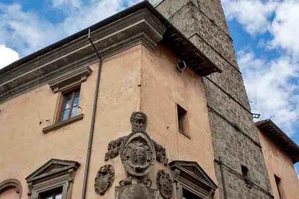 Dettaglio in piazza del plebiscito-Viterbo-Lazio