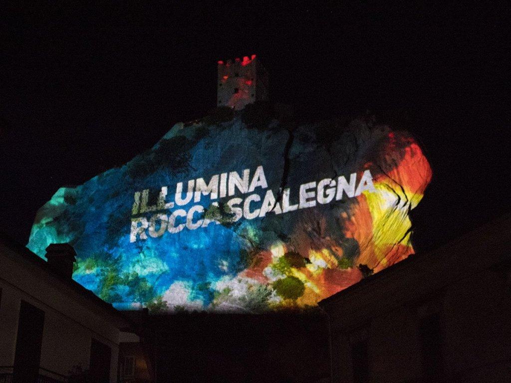 illumina-roccascalegna-roccascalegna-castello-roccascalegna-castelli-abruzzo-borghi-abruzzo-Abruzzo-Italia-Italy