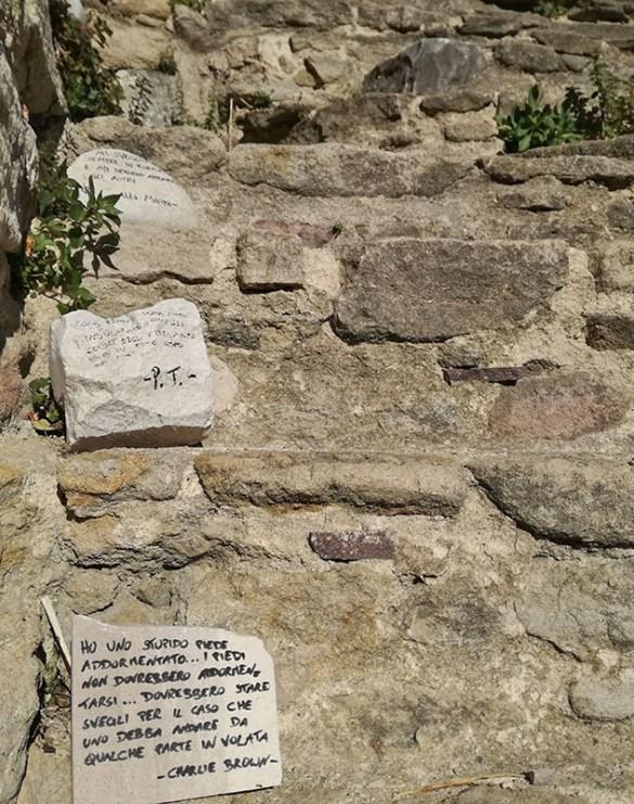 versi-sui-sassi-arte-a-roccascalegna-roccascalegna-castello-roccascalegna-castelli-abruzzo-borghi-abruzzo-Abruzzo-Italia-Italy