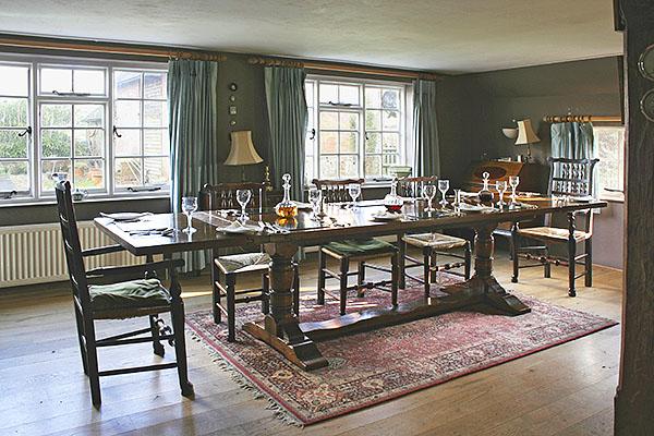 Farmhouse Chic Furniture