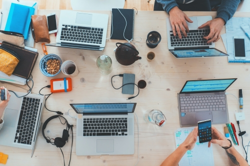 freelancers desk work laptops