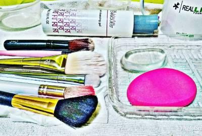 clean makeup brushes