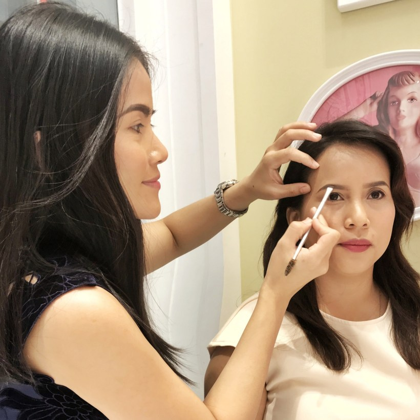 Free eyebrow makeover at Benefit