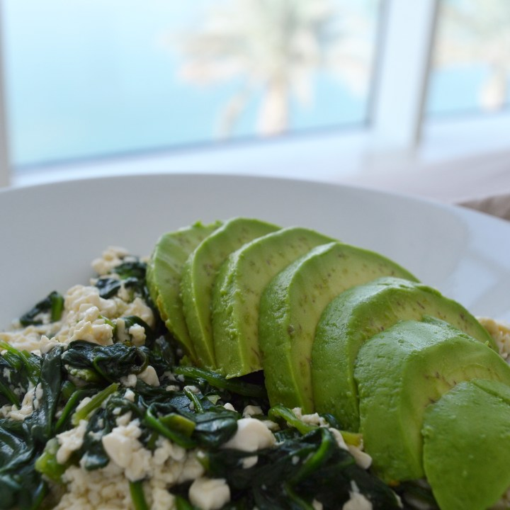 Good mornin sunshine – Spinach & Avocado Scrambled Tofu