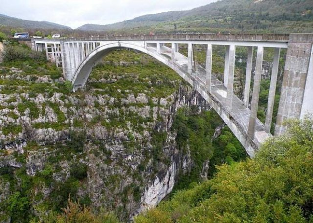 718 Feet High Bloukrans Bridge, South Africa