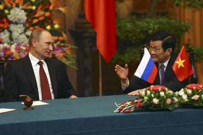 Russian President Vladimir Putin, talks with Vietnamese President Truong Tan Sang as they attend the cooperation signing ceremony between Russia and Vietnam at the Presidential Palace in Hanoi, Vietnam on 12 November 2013. Putin said that his country will expand its military supplies to Vietnam, as he held talks with his Vietnamese counterpart to boost ties between the former ideological allies. (Photo: AAP)
