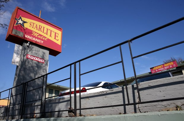 A woman was shot and killed at the Starlite Motel Oakland, Calif., in the early morning hours of Sunday, Nov. 13, 2016. Police have not arrested any suspects. (Jane Tyska/Bay Area News Group)