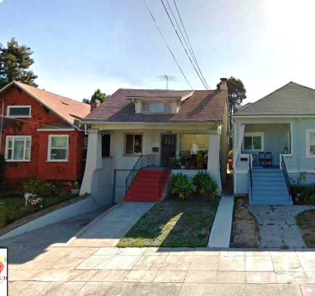 This 1918 Craftsman is close to the farmers market, restaurants and the San Francisco ferry.
